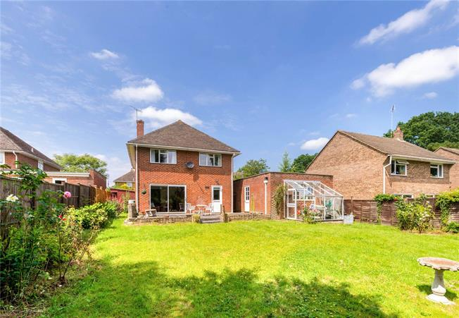 Guide Price £640,000, 4 Bedroom Detached House For Sale in Chiddingfold, GU8