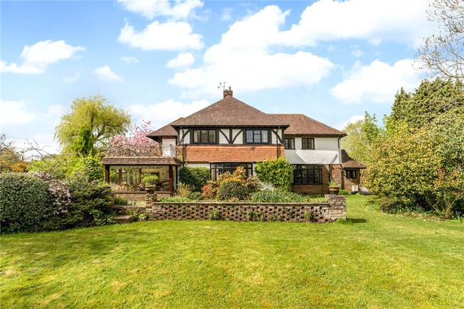 Guide Price £1,250,000, 4 Bedroom Land For Sale in Chiddingfold, GU8