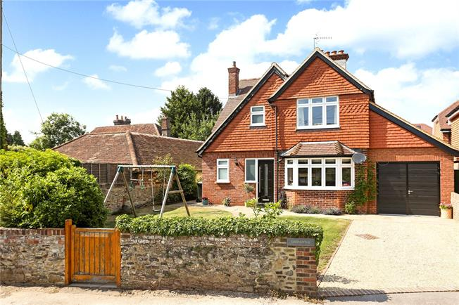 Guide Price £600,000, 3 Bedroom Detached House For Sale in Elstead, GU8