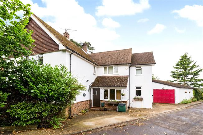 Guide Price £899,000, 4 Bedroom Detached House For Sale in Godalming, GU7