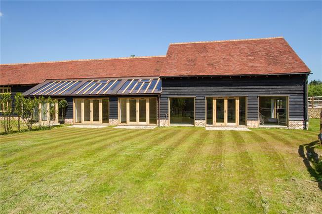 Asking Price £1,050,000, 4 Bedroom House For Sale in Godalming, Surrey, GU8