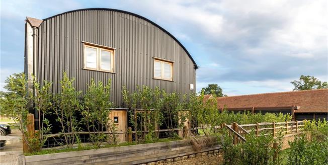 Asking Price £895,000, 4 Bedroom House For Sale in Godalming, Surrey, GU8