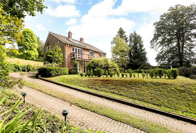 Asking Price £1,100,000, 4 Bedroom Detached House For Sale in Wormley, GU8