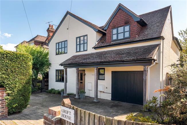 Asking Price £885,000, 4 Bedroom Detached House For Sale in Chiddingfold, GU8