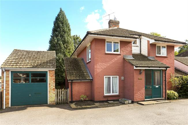 Guide Price £600,000, 3 Bedroom Detached House For Sale in Godalming, Surrey, GU7
