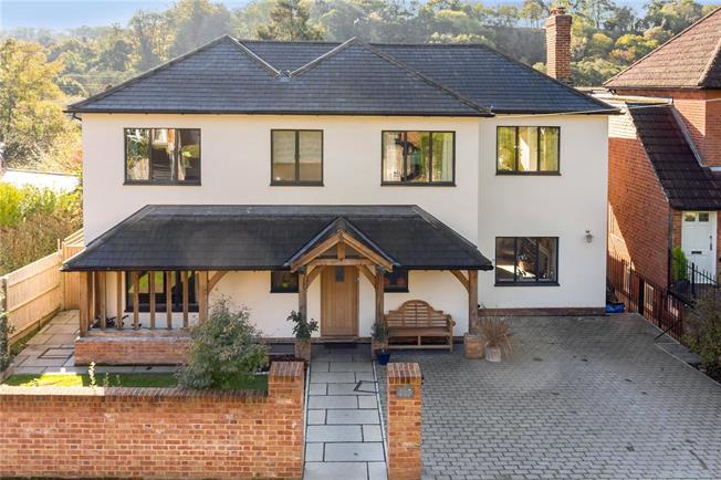 Guide Price £1,275,000, 4 Bedroom Detached House For Sale in Surrey, GU7