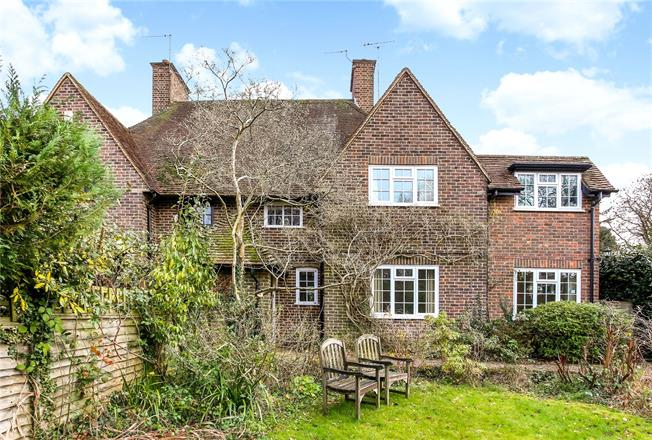 Guide Price £835,000, 4 Bedroom House For Sale in Godalming, GU7