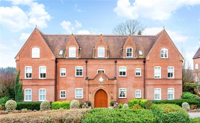 Asking Price £650,000, 3 Bedroom Flat For Sale in Enton, Godalming, GU8