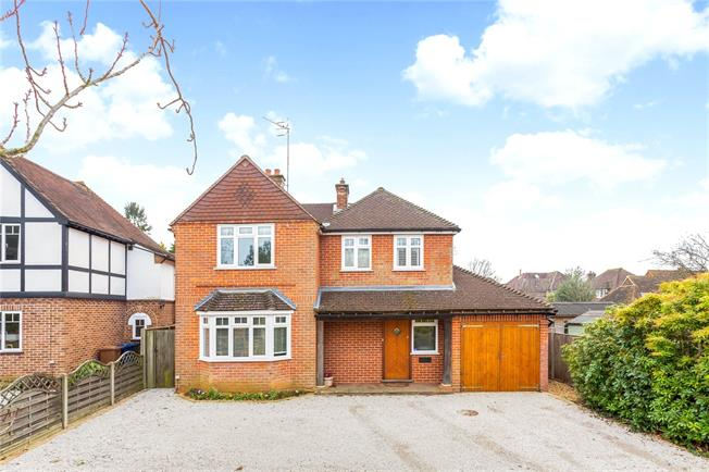 Asking Price £995,000, 4 Bedroom Detached House For Sale in Godalming, GU7