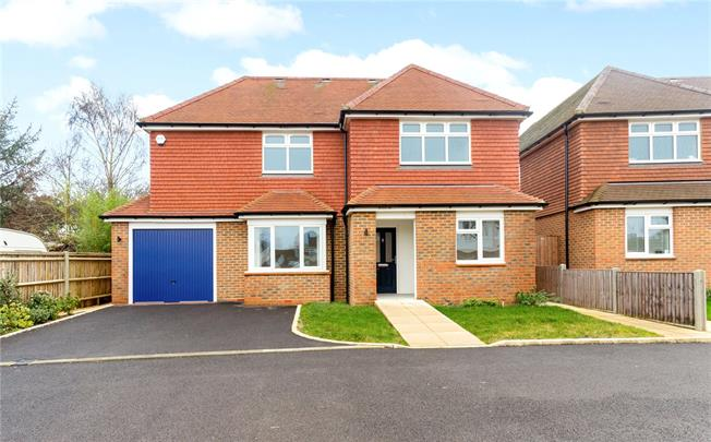 Asking Price £675,000, 3 Bedroom Detached House For Sale in Godalming, Surrey, GU8