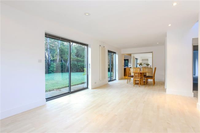 Guide Price £1,000,000, 4 Bedroom Detached House For Sale in Witley, GU8