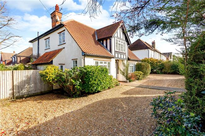 Guide Price £750,000, 4 Bedroom Detached House For Sale in Surrey, GU7