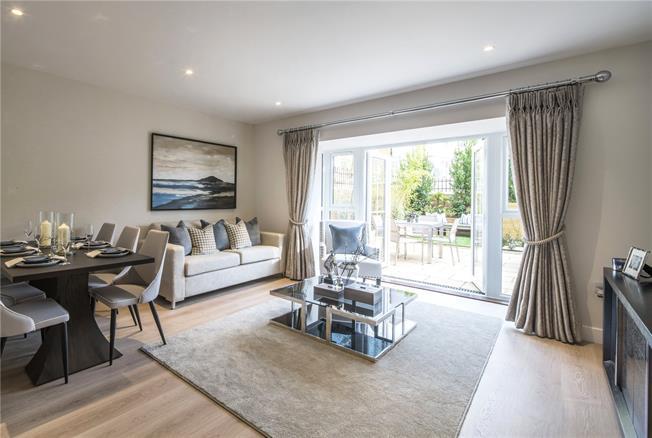 Asking Price £650,000, 4 Bedroom House For Sale in Godalming, Surrey, GU7
