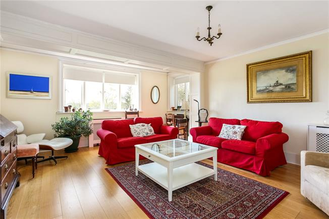 Asking Price £375,000, 2 Bedroom Flat For Sale in Guildford, Surrey, GU3