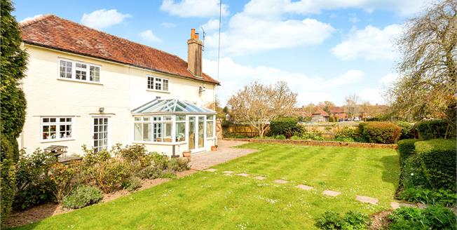 Asking Price £875,000, 4 Bedroom Detached House For Sale in Godalming, Surrey, GU8