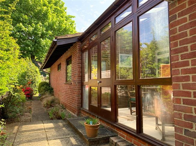 Guide Price £550,000, 2 Bedroom Bungalow For Sale in Godalming, Surrey, GU7