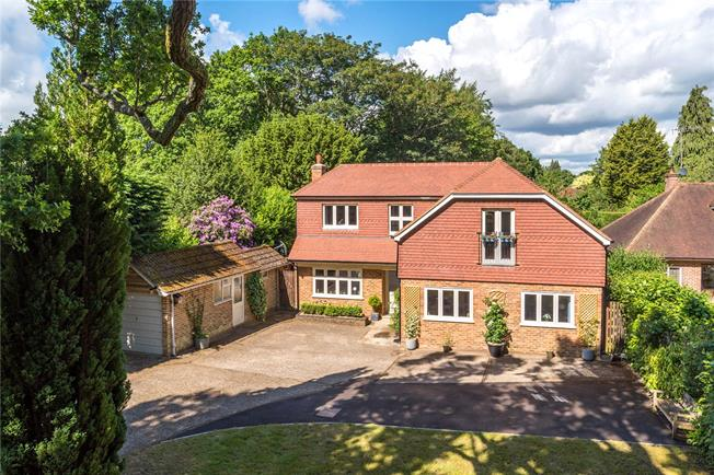 Asking Price £1,400,000, 5 Bedroom Detached House For Sale in Surrey, GU7
