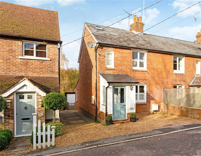 Guide Price £450,000, 3 Bedroom End of Terrace House For Sale in Chiddingfold, GU8