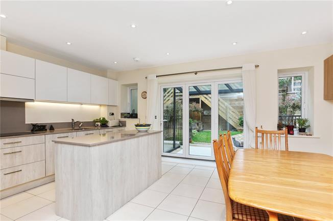 Guide Price £850,000, 4 Bedroom Mews House For Sale in Godalming, GU7