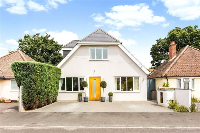 Asking Price £800,000, 4 Bedroom Detached House For Sale in Godalming, GU7
