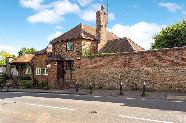 Guide Price £450,000, 2 Bedroom Semi Detached House For Sale in Godalming, Surrey, GU8