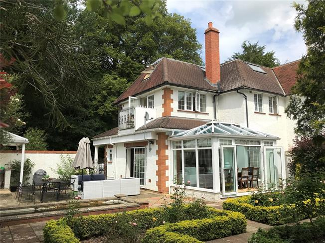 Asking Price £800,000, 4 Bedroom Town House For Sale in Guildford, Surrey, GU3