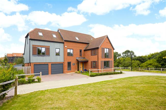 Asking Price £1,150,000, 5 Bedroom Detached House For Sale in Surrey, GU7