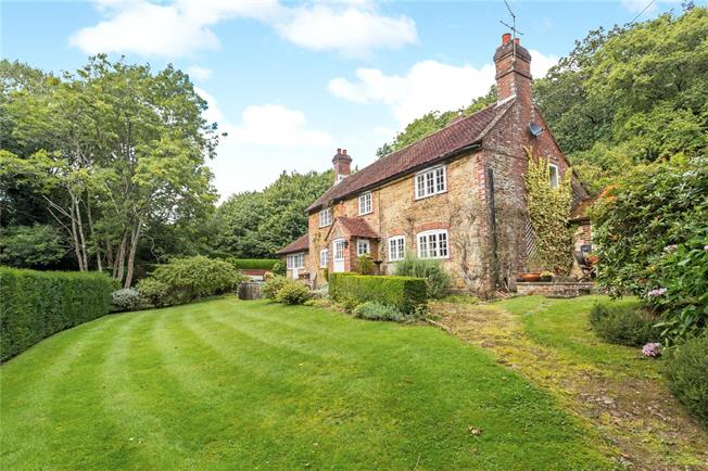 Guide Price £750,000, 3 Bedroom Detached House For Sale in Godalming, Surrey, GU8