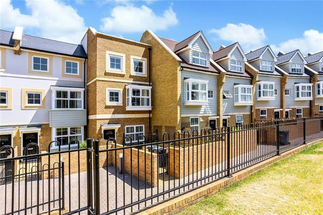 Asking Price £600,000, 4 Bedroom House For Sale in Godalming, GU7