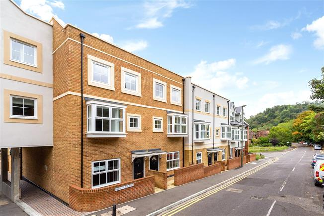 Asking Price £599,950, 4 Bedroom House For Sale in Godalming, GU7