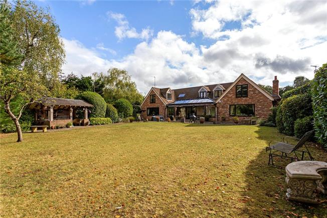 Guide Price £1,250,000, 4 Bedroom Detached House For Sale in Godalming, Surrey, GU8