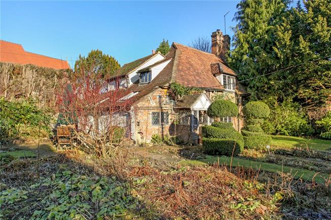 Guide Price £700,000, 4 Bedroom Detached House For Sale in Godalming, Surrey, GU8