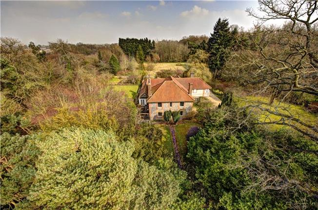 Guide Price £1,500,000, 6 Bedroom Detached House For Sale in Great Missenden, Buckingh, HP16