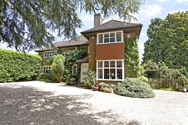 Guide Price £1,200,000, 4 Bedroom Detached House For Sale in Prestwood, HP16