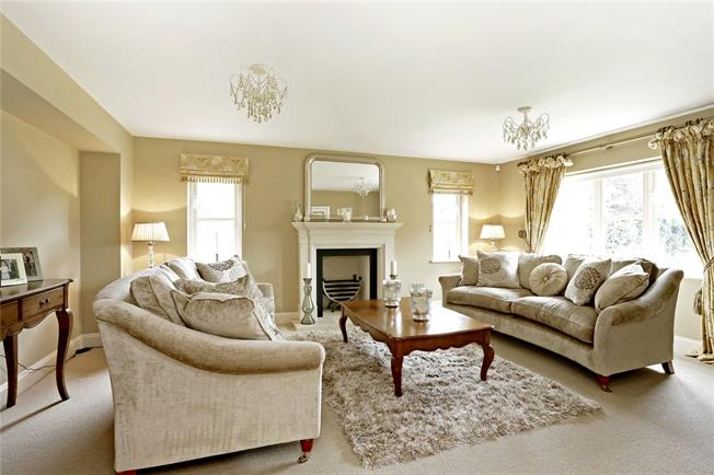 Guide Price £950,000, 4 Bedroom Detached House For Sale in Princes Risborough, Bucki, HP27