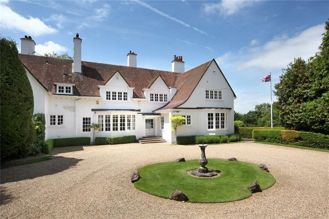 Guide Price £1,975,000, 5 Bedroom Semi Detached House For Sale in Butlers Cross, HP17