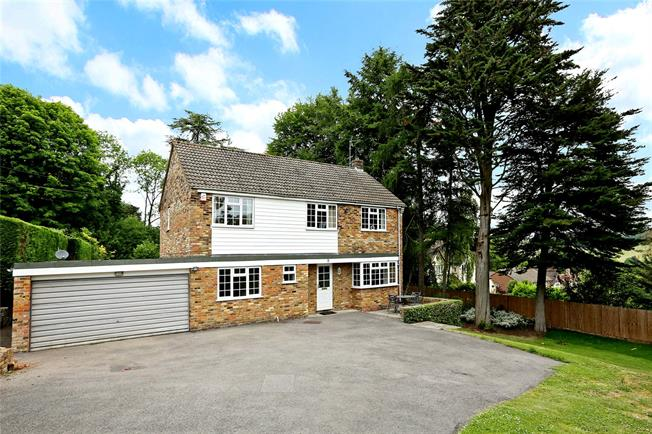 Guide Price £925,000, 4 Bedroom Detached House For Sale in Great Missenden, HP16