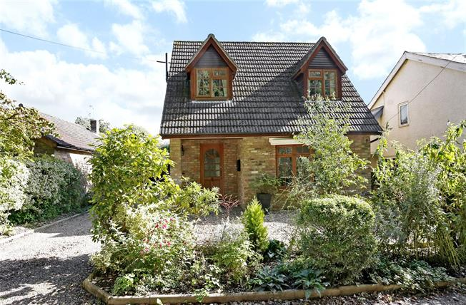 Asking Price £650,000, 3 Bedroom Bungalow For Sale in Prestwood, HP16