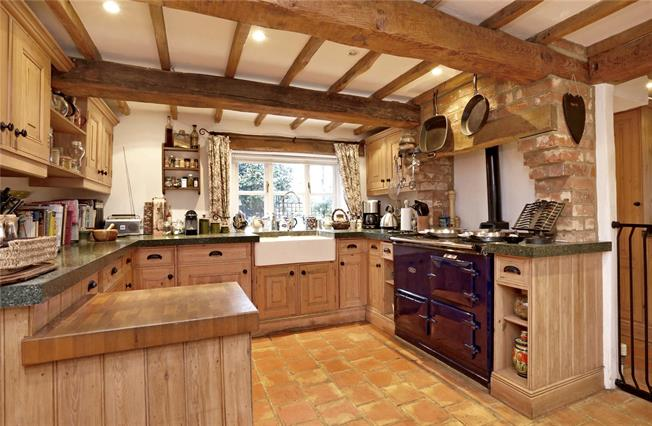 Guide Price £1,100,000, 4 Bedroom Detached House For Sale in Great Kingshill, HP15