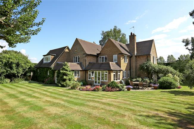 Guide Price £1,300,000, 5 Bedroom Detached House For Sale in Little Kingshill, HP16