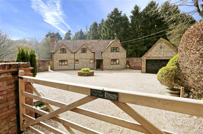 Guide Price £1,150,000, 4 Bedroom Detached House For Sale in Speen, HP27