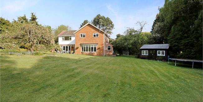 Guide Price £1,175,000, 5 Bedroom Detached House For Sale in Great Missenden, HP16