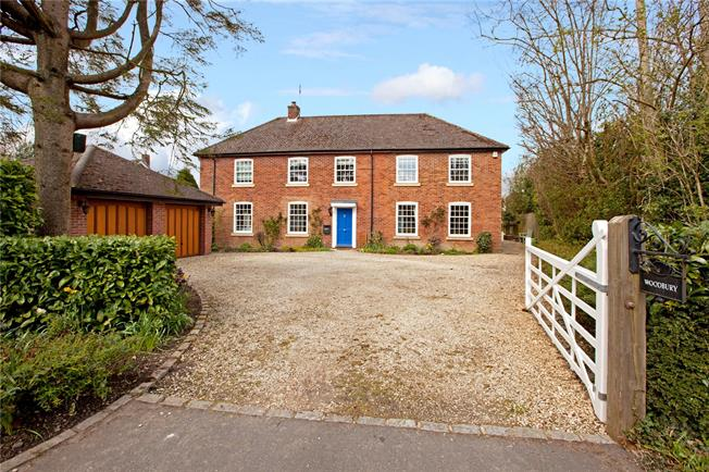 Guide Price £1,250,000, 4 Bedroom Detached House For Sale in Prestwood, HP16