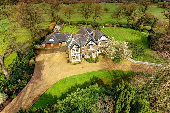 Guide Price £2,225,000, 5 Bedroom Detached House For Sale in Great Missenden, HP16