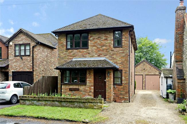 Guide Price £449,950, 3 Bedroom Detached House For Sale in Great Missenden, Buckingh, HP16