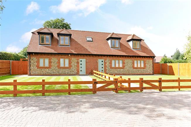Guide Price £685,000, 3 Bedroom Semi Detached House For Sale in Lee Common, HP16