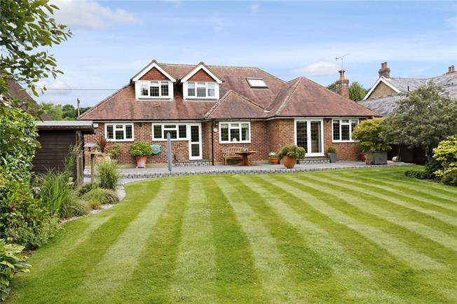 Guide Price £875,000, 4 Bedroom Bungalow For Sale in Prestwood, HP16