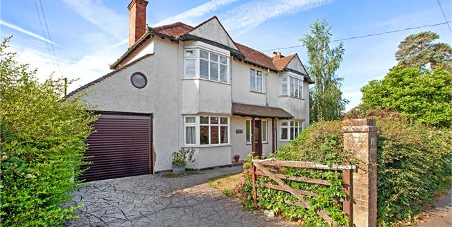 Guide Price £650,000, 4 Bedroom Detached House For Sale in High Wycombe, Buckinghams, HP15