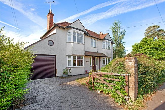 Guide Price £650,000, 4 Bedroom Detached House For Sale in Holmer Green, HP15