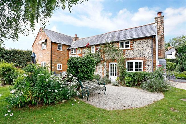 Guide Price £1,050,000, 4 Bedroom Detached House For Sale in Holmer Green, HP15